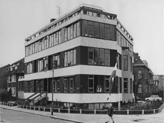 XX-103-01-1 Heropening van de Verpleeginrichting Huize Sloam aan de Merulaweg. Geopend door Wethouder G.Z. de Vos.