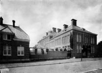XXII-115-2 Zijgevel van de Hogere Burger School aan de Cederstraat.
