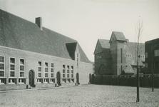 XXII-128-3 Binnenplaats vam de Openbare Bewaarschool in de Jan Kobellstraat.