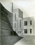XXII-42-3 Openbare lagere school op het binnenplein van de Moerkerkestraat.
