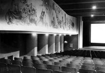 XXIII-82-03-01-2 De zaal van bioscoop Cineac en theater de Kleine Komedie in de Beurs aan de Coolsingel.