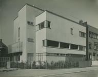 XXV-386-2 Woning van C.H. van der Leeuw, directeur van de Van Nellefabriek, aan de Kralingse Plaslaan 38.