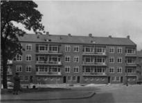 XXV-408-01 De achterkant van panden aan de Weteringstraat, gezien vanaf de Van der Leckestraat, nabij de Lusthofstraat.