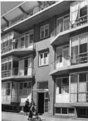 XXV-691-02-04-1 Woningen aan de Vredenoordlaan.