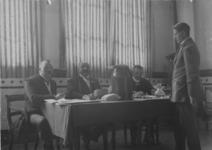 XXXI-354-00-02-1 Gezicht op de stembus commissies aan de Nesserdijk, te Kralingen. Bestaande uit: van de Perk, ...