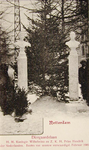 XXXIII-200-02 Prentbriefkaart met de uit sneeuw vervaardigde bustes van koningin Wilhelmina en prins Hendrik op de ...