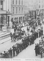 XXXIII-212-3 Paul Krüger aankomst bij het stadhuis aan de Hoogstraat.