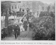XXXIII-215-7 Bezoek van koningin Wilhelmina en prins Hendrik op de ponton aan de Leuvehaven bij het Willemsplein.