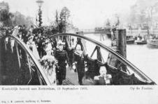 XXXIII-216-7 Bezoek van koningin Wilhelmina en prins Hendrik op de ponton aan de Leuvehaven bij het Willemsplein.