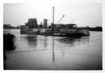 XXXIII-566-12-1 Oorlogsdagen 10-14 mei 1940. Het wrak van de door de Duitsers kapotgeschoten torpedobootjager Hr.Ms. ...