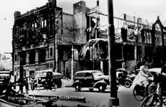 XXXIII-569-22-24 Restanten aan Bijbank van de Nederlanse Bank hoek Boompjes en Rederijstraat na het bombardement van 14 ...
