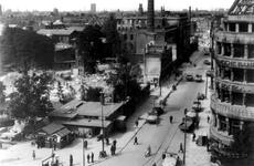 XXXIII-569-27-18 Luchtopname van de Van Oldenbarneveltstraat met het verwoeste gemeente ziekenhuis, huizen en gebouwen ...