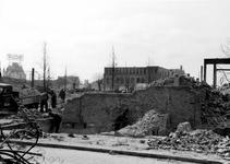 XXXIII-569-39-01-18 Gezicht op de door het Duitse bombardement van 14 mei 1940 getroffen Grotemarkt uit het noorden. ...