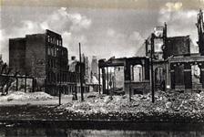 XXXIII-569-39-02-32 Gezicht op de door het Duitse bombardement van 14 mei 1940 getroffen Westersingel en de Mauritsweg, ...