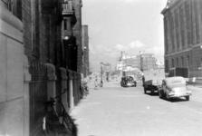XXXIII-569-39-03-11 Gezicht op de door het Duitse bombardement van 14 mei 1940 getroffen Raadhuisstraat gezien uit het ...