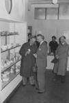 XXXIII-642-00-00-01-02 Opening van de Gemeentelijke Ruilbeurs in winkelpanden aan de Nieuwe Binnenweg. J. Melles en ...