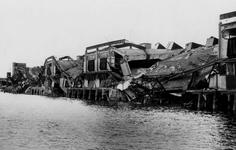 XXXIII-645-00-01-01-01-1 Gezicht in de Rijnhaven met havenverwoestingen veroorzaakt door de Duitse Wehrmacht. Vernielde ...