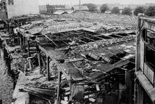 XXXIII-645-00-01-01-01-4 Gezicht in de Rijnhaven met havenverwoestingen veroorzaakt door de Duitse Wehrmacht. Vernielde ...