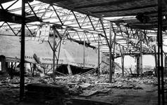 XXXIII-645-00-01-01-01-8 Gezicht aan de Rijnhaven met havenverwoestingen veroorzaakt door de Duitse Wehrmacht. ...