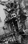 XXXIII-645-00-01-01-1 Gezicht in de Rijnhaven met havenverwoestingen veroorzaakt door de Duitse Wehrmacht. Vernielde ...