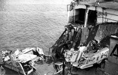 XXXIII-645-00-01-01-3 Gezicht in de Rijnhaven met havenverwoestingen veroorzaakt door de Duitse Wehrmacht. Vernielde ...