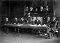 XXXIV-9-02 Het bestuur van het College van Brandmeesters, ter viering van het 50-jarig bestaan.