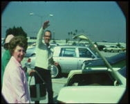 BB-7621 Amateurfilm van de Kilima Hawaiians / familie Buijsman. Geluidsfilm USA bezoek L.A. en Hawaii. Aankomst Los ...