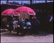 BB-7626 Amateurfilm van de Kilima Hawaiians / familie Buijsman. Film zonder geluid in kleur en zwart/wit over vnl. de ...