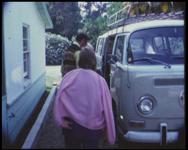 BB-7631 Amateurfilm van de Kilima Hawaiians / familie Buijsman. Voordat ze naar Hawaii gaan wordt er door Bill en Mary ...