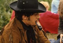 2006-47-002 Diareportage van het Holland Popfestival in het Kralingse Bos (2): close up van een pijprokende jongeman