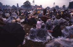 2006-47-003 Diareportage van het Holland Popfestival in het Kralingse Bos (3). Overzicht van het festivalterrein; op de ...