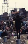 2006-47-019 Diareportage van het Holland Popfestival in het Kralingse Bos (19): het festivalterrein met het podium: op ...