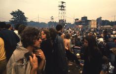 2006-47-027 Diareportage van het Holland Popfestival in het Kralingse Bos (27): overzicht van het festivalterrein; op ...