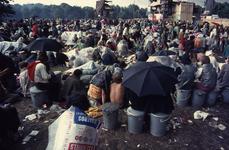 2006-47-045 Diareportage van het Holland Popfestival in het Kralingse Bos (45): overzicht van het festivalterrein met ...