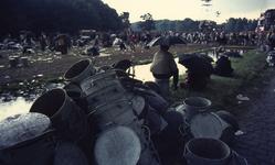 2006-47-060 Diareportage van het Holland Popfestival in het Kralingse Bos (60): het festivalterrein met op de voorgrond ...