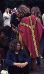 2006-47-062 Diareportage van het Holland Popfestival in het Kralingse Bos: 62: een jonge man met een priestergewaad.