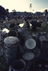 2006-47-063 Diareportage van het Holland Popfestival in het Kralingse Bos (63): het festivalterrein met op de voorgrond ...