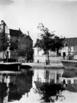 1972-399 Gezicht op de Coolsingel bij de melkmarkt, op de achtergrond de afbraak in de Zandstraatbuurt voor het nog te ...