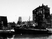 1972-402 Gezicht op de Coolsingel uit het westen gezien, gedeelte van de afgebroken Zandstraatbuurt, waar het nog te ...