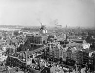 III-148-02-1 Overzicht van de stad gezien van de Grote of Sint Laurenskerk. In de omgeving van de Kolk, met o.a. het ...