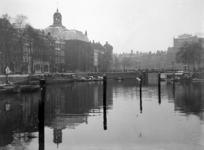 VII-137-04-2 Gezicht op de Blaak, de Keizersbrug, links de Zuidblaak en de Wolfshoek met de Lutherse kerk. Op de ...