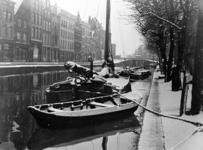 VIII-23-00-00-03 Gezicht op de Delftsevaart, uit het zuiden gezien. Op de achtergrond de Delftse Poort.