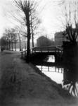 VIII-65-03 De Rotte vanaf de Linker Rottekade bij Crooswijk, ter hoogte van bruggetje over het Rottegat uit het noorden ...