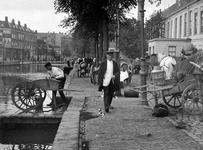 XIV-113-01-5 Gezicht op melkmarkt op de Coolvest/Coolsingel, rechts muziekgebouw De Doelen.