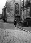 XVIII-317-01-2 Gezicht op het Schotse kerkje aan de eerste Lombardstraat, van de Meent af.