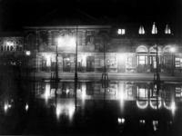 XXIII-75-00-01 Schouwburg Tivoli aan de Coolsingel, bij avond.