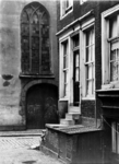 XXV-449-04-3 Huis aan de Meent nr. 22, hoek van 1e Lombardstraat. Op de achtergrond de Sint Sebastiaanskapel oftewel ...