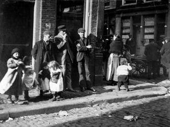 XXXIV-29-01-02-2 Gezicht in de Leeuwenstraat.