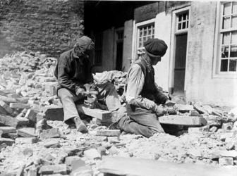 XXXIV-40-05 Gezicht op stenenbikkers.