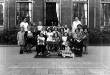 1976-10979 Kleuterklas van de bewaarschool van het r.k. Instituut Sint Lucia aan de Aert van Nesstraat.
